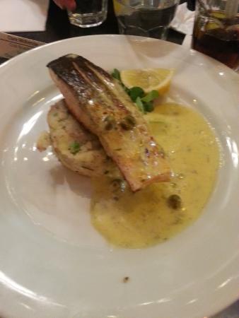 Grace : Salmon, herb mash on hollandaise