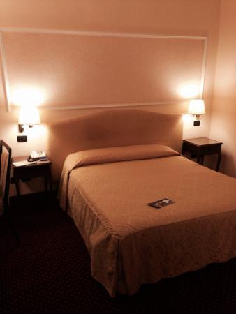 Ambasciatori Palace Hotel: The bed