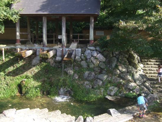 Imari Okawachiyama : 唐臼小屋 水力利用の陶土を砕く装置 展示用
