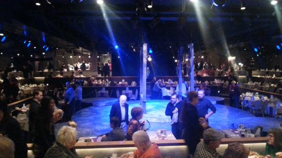 Derby Dinner Playhouse: Stage is in an intimate setting