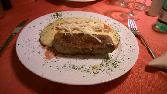 La Cave: Picanha com Polenta (polenta branca com gosto de aveia)