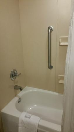 Embassy Suites by Hilton Portland Airport : Bath
