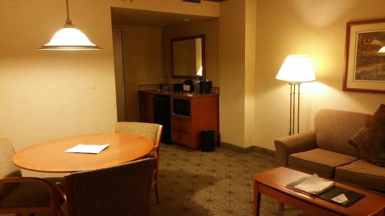 Embassy Suites by Hilton Portland Airport : Room
