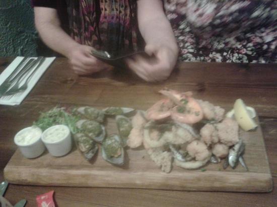 Roberto's Italian Restaurant: Shared seafood plank starter