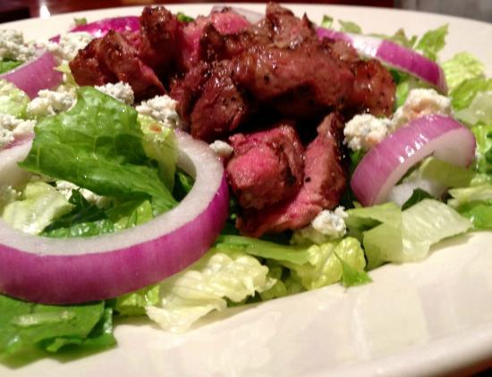 TRIO Tap House: TRIO Steak N' Blue Salad