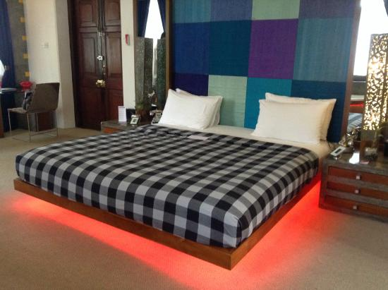CASA Colombo Collection: Giant King Size Bed
