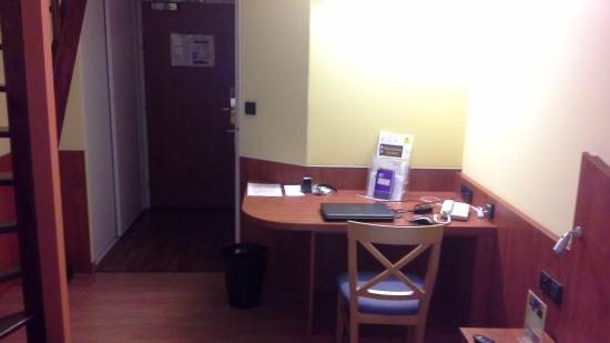 Hotel Center: Hall d'entrée et premier burau