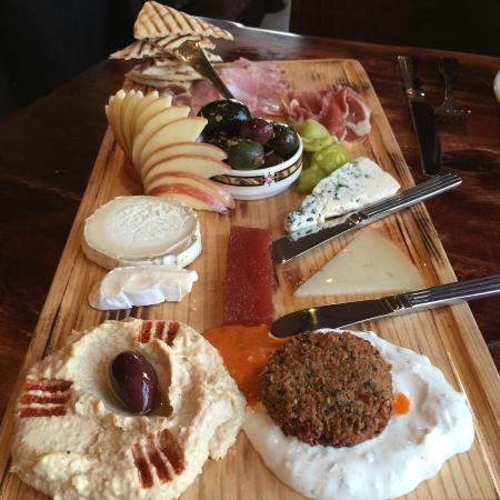 Demetri's Woodstone Taverna: Delicious