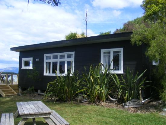 Bronte, Nouvelle-Zélande : Miro cottage from the west
