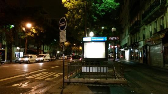 Hôtel Brésil Opéra : Grands  Boulevars Metro station - closes to the hotel