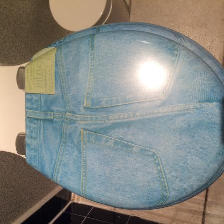 Best Western Atlantic Hotel: Quirky loo seat at the Atlantic Hotel!