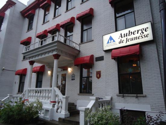 HI Montreal Hostel: Frente