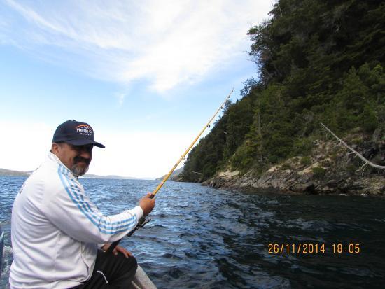 Cabanas Huitan Co: pescando en el nahuel huapi
