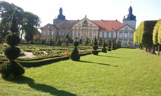 Schloss Hundisburg: Schloß Hundisburg mit wunderschöner Gartenanlage
