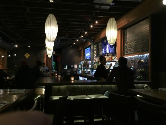 Leroy's Kitchen + Lounge: bar