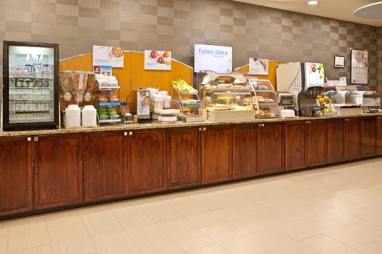 Holiday Inn Express Hotel & Suites Pittsburgh Airport: Breakfast Bar  (Weekend and Holiday Hours are 07:00AM to 10:00 AM)
