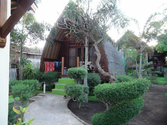 Balenta Bungalows: Unser Lumbung im gepflegten Garten, 20 Meter zum Strand