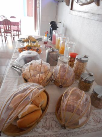 Pousada Jatai: CAFÉ COM POUCA OPÇÃO