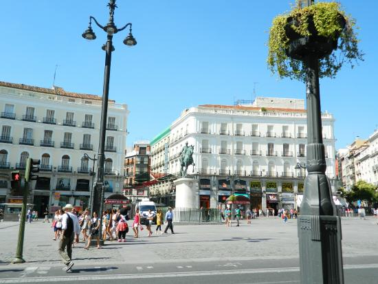Guide to madrid for families travel guide on tripadvisor for Puerta del sol santiago