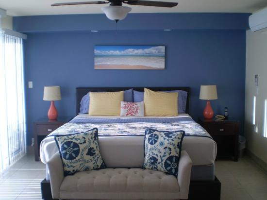 Island Surf Condominiums: Master bedroom