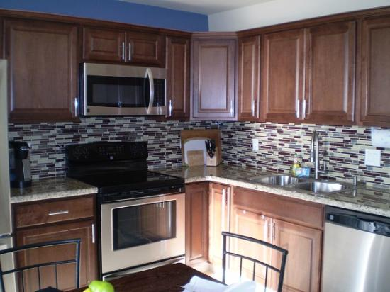 Island Surf Condominiums: Kitchen