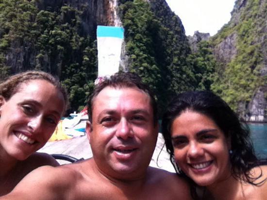Andaman Resort: Amanda, I and Marcia sailing for Koh Phi Phi archipelago.