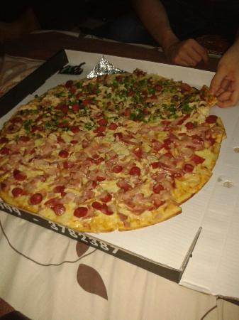 Salvator's Pizza: Una XL absolutamente deliciosa.