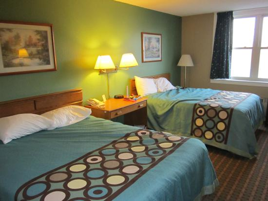 Super 8 Harrisburg Hershey West: Here is a picture of a standard room with two double beds