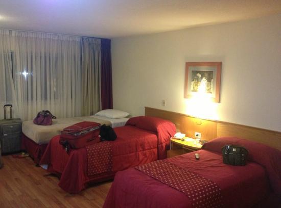 Armon Suites Hotel: Quarto Triplo
