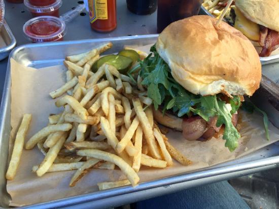 Bejas Patio Bistro : Farmhouse Burger
