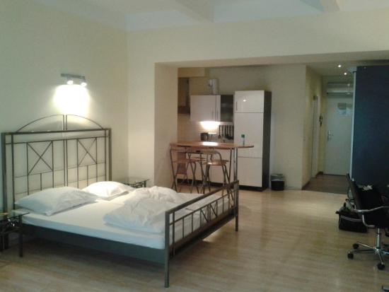 Vienna Comfort Apartments: open space