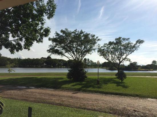 Termas Villa Elisa: Vista al lago