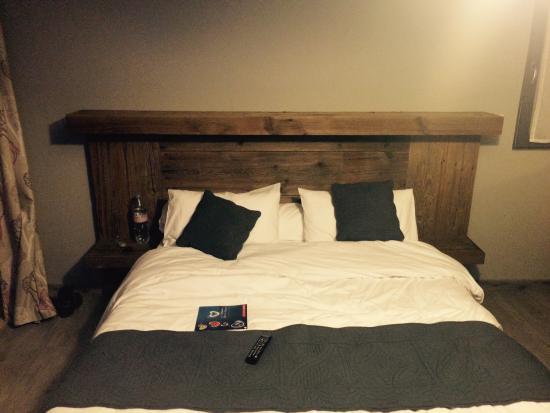 miroir tete de lit un miroir extra large pour une tte de lit originale with miroir tete de lit. Black Bedroom Furniture Sets. Home Design Ideas