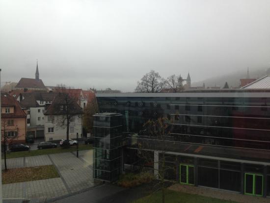 Best Western Premier Hotel Park Consul Stuttgart/Esslingen: Vista do quarto para o outro lado do hotel e a cidade