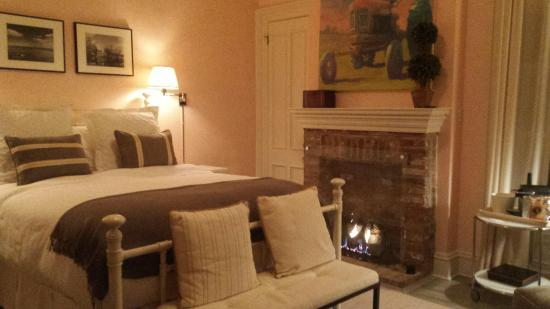 Jedediah Hawkins Inn & Restaurant: The Rose Room