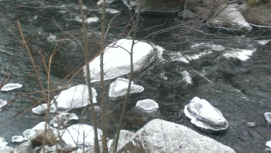 Auberge Beaux Reves Spa : riviere