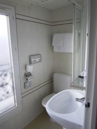 Opera Deauville Hotel: petite salle de bain