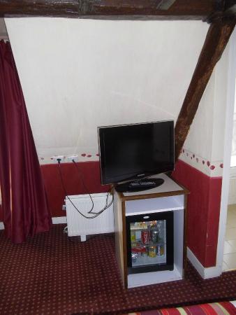 Opera Deauville Hotel: tv + minibar