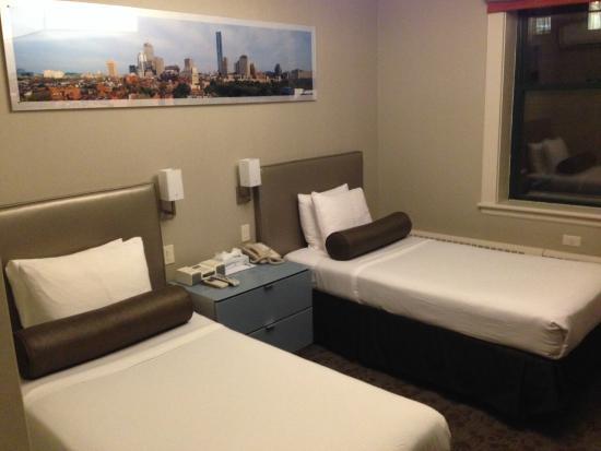 Chandler Inn: Narrow single beds