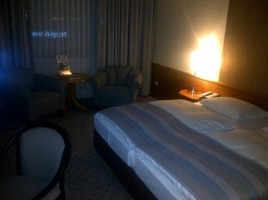 Maritim Airport Hotel Hannover: Room 1