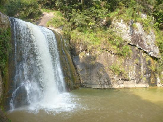 Taining Danxia Landform: Водопад