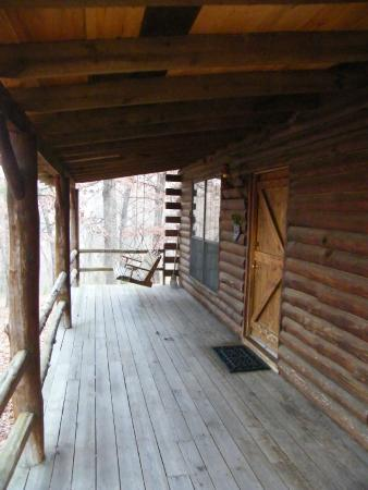 Silver Ridge Resort: Cabin porch with porch swing and cabin entrance.