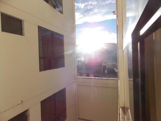 Samay Hotel: Por do Sol- quarto no fundo do prédio.