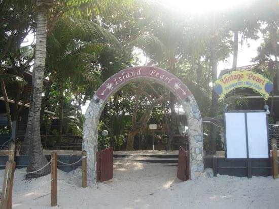 Bananarama Beach and Dive Resort: entrance to the villas