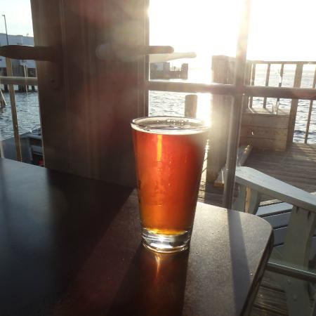 Landfall Restaurant : a well-poured IPA