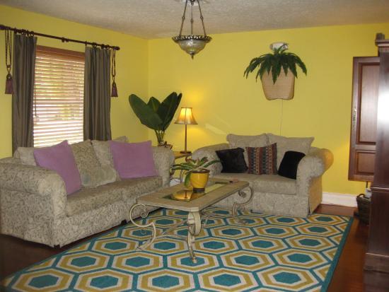 Ed Lugo Resort: Living Room