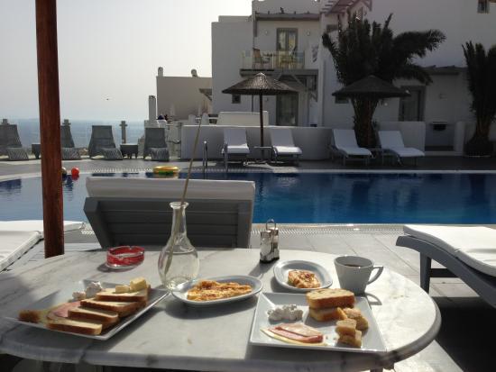 Rena's Rooms & Suites: Our breakfast
