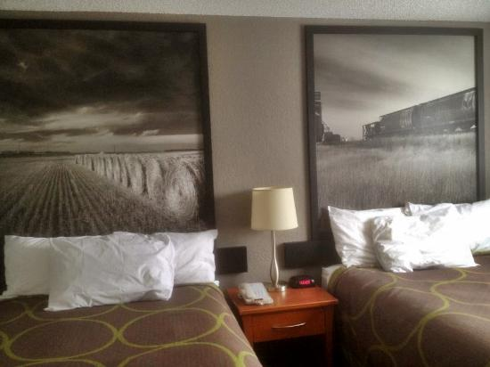 Super 8 Regina : Renovated Two Double Bed Room