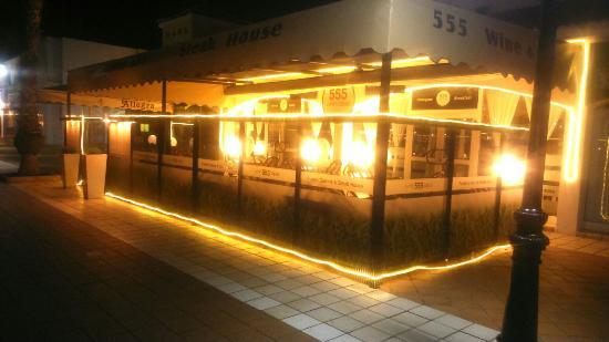 555 Wine & Tapas Restaurant: Our visit after dinner