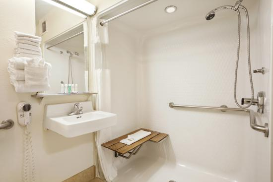 Baymont Inn & Suites Anderson : Bathroom